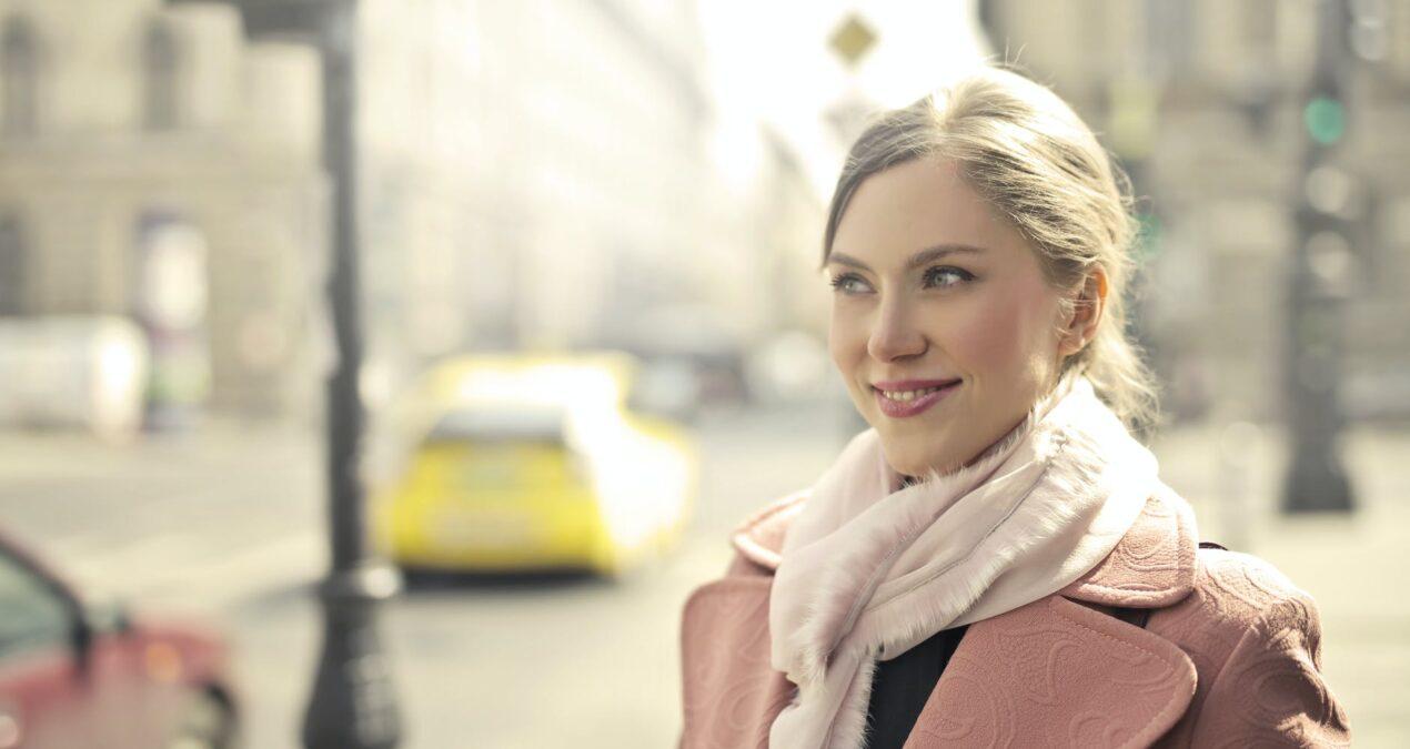5 tipp – őszi női kabát, ami ápol és eltakar